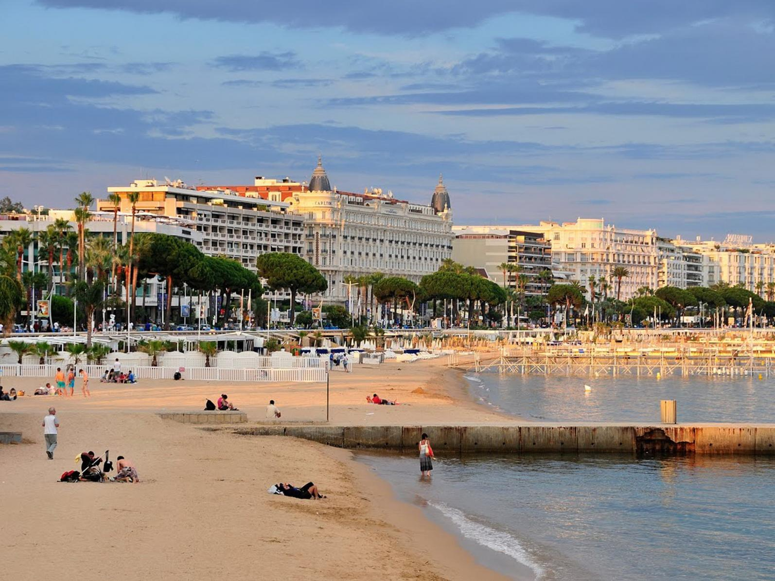 La Croisette: 10 mins walk from the apartment