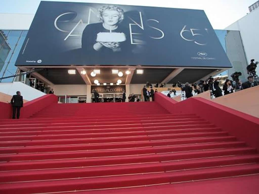 Palais des Festivals is 10 mins walk from the apartment
