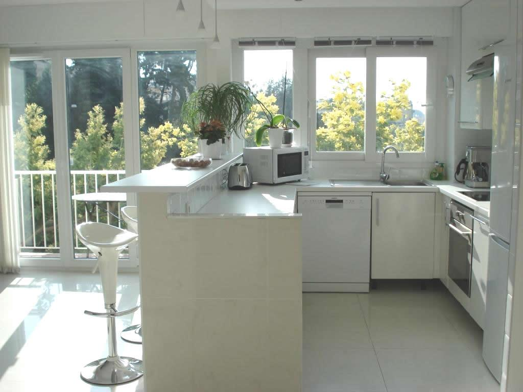Large and airy fully equipped kitchen