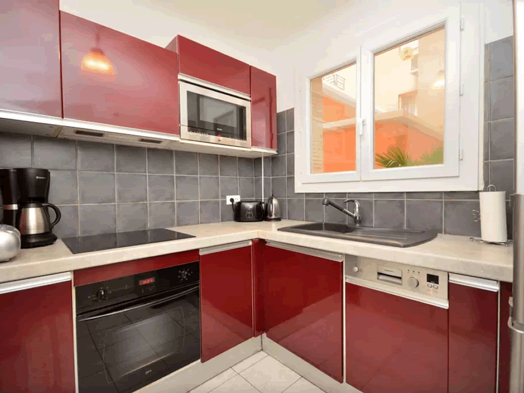 Fully equipped kitchen with oven . microwave and a large fridge / freezer
