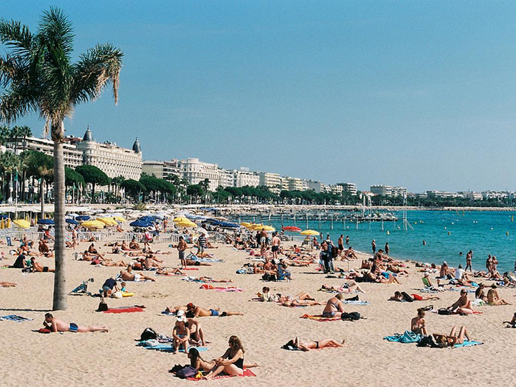 Cannes beaches are by your doorstep