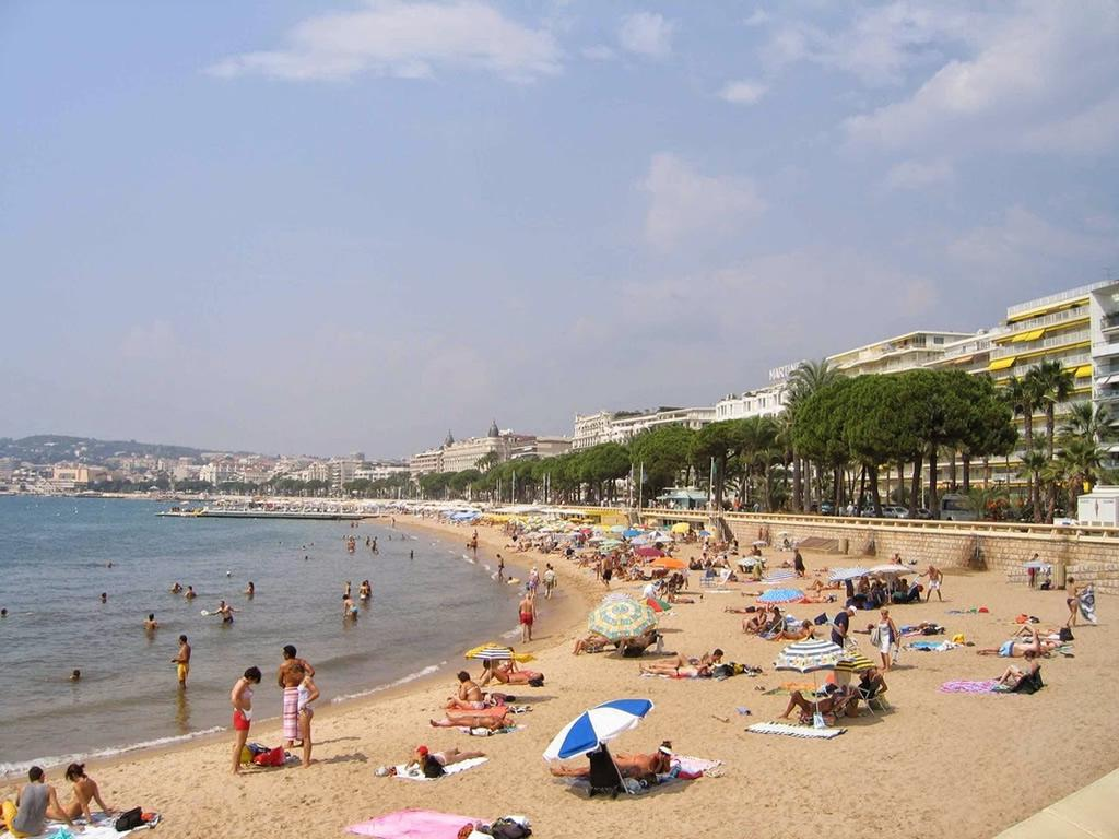 Wonderful Cannes sandy beaches are 3 mins walk from the apartment