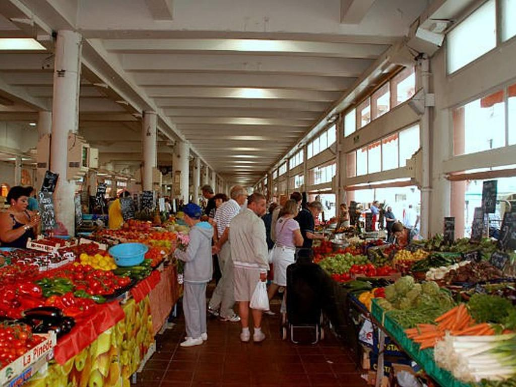 Fresh fruit and vegetable market Forville is only 3 mins walk from the apartment